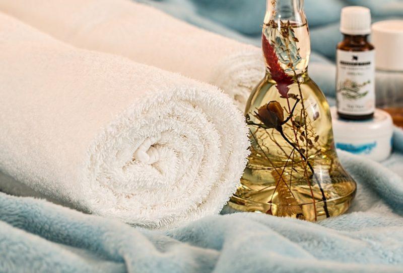 massage-therapy-1612308_1280-min